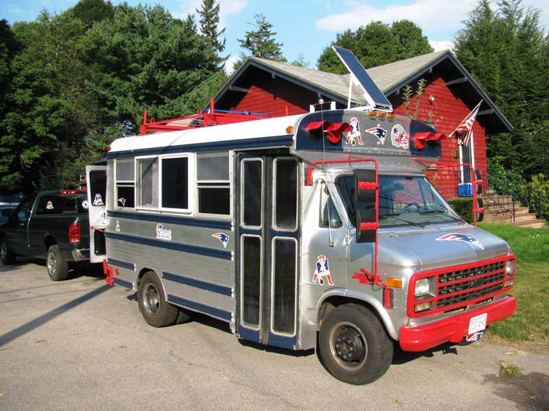Patriots Mini tailgating Bus