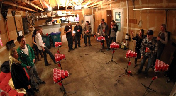 Tailgating Ideas » Blog Archive » Pong_Islands_Garage_Party