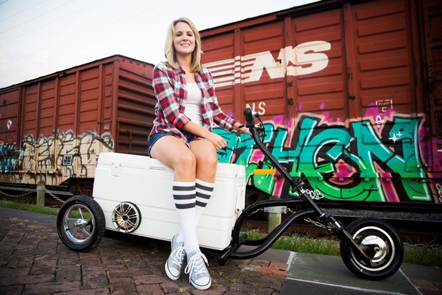 Kreweser motorized cooler with girl
